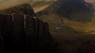 Daredevil base jumper's record leap off Snowdon