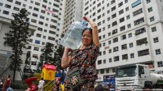 Hanoi water carrier