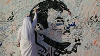 ศิลปินวาดภาพเหมือนของเชค ทามิม บิน ฮามัด อัล ธานี เจ้าผู้ครองรัฐ (เอเมียร์) แห่งกาตาร์