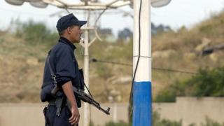 Un policier algérien