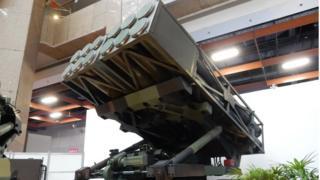 """台灣從1960年代開始發展軍武研究,累積了相當的經驗,圖為台灣研發的""""雷霆2000""""多管火箭。"""