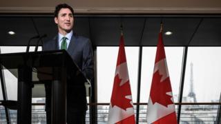 جاستین ترودو نخست وزیر کانادا در سفارتخانه کشورش در پاریس با خبرنگاران صحبت میکرد.