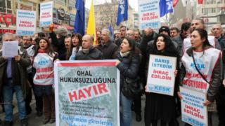 Barış İçin Akademisyenler Bildirisi imzacılarının ihraç edilmesine karşı pek çok eylem düzenlenmişti