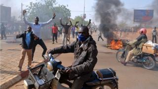 Après la publication de caricatures du prophète Mahomet par le journal français Charlie Hebdo en 2015, des émeutes anti-chrétiennes avaient fait 10 morts à Niamey, en janvier 2015.