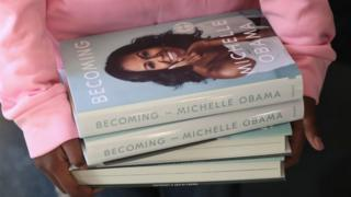 Pile-of-Michell-Obama's-books-'Becoming'.