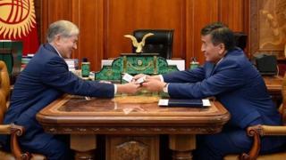 Экс-президент Алмазбек Атамбаев Сооронбай Жээнбековду бийликке алып келгем деп, элден кечирим сураган