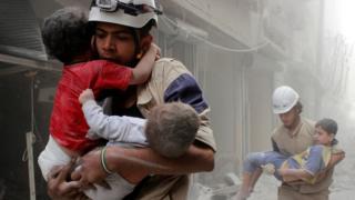 Sivil Savunma ekiplerinin kurtardığı çocuklar.