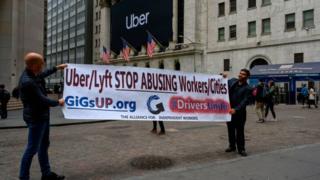 Protesta frente a Wall Street contra el trato de las empresas de transporte compartido con sus empleados