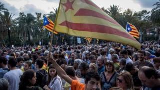 Catalonia mudo dheer ayay madaxbanaani raadinaysay