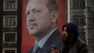 Референдум у Туреччині наступного місяця має розширити повноваження президента Ердогана