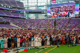 Muslim worshippers gather at the US Bank Stadium during Eid al-Adha prayers and festivities on August 21, 2018 in Minneapolis, Minnesota. - The US Bank Stadium, home of the National Football League's Minnesota Vikings, is hosting thousands for the event that organizers are calling Super Eid. The holiday, one of the holiest of the year for Muslims, honors the Prophet Ibrahim, also known as Abraham in Judaism and Christianity, and comes at the end of annual hajj pilgrimage.