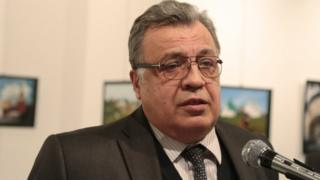 射殺されたロシアのアンドレイ・カルロフ大使