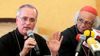 Monseñor Silvio Báez junto al cardenal Leopoldo Brenes