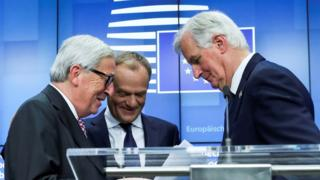 European Commission President Jean-Claude Juncker (l), European Council President Donald Tusk (c) and European Union's chief Brexit negotiator Michel Barnier (r)