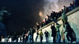 celebrations-at-fall-of-berlin-wall.