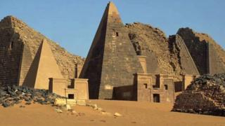 Pirámides nubias en Sudán