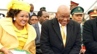 Le Premier ministre du Lesotho en compagnie de son actuelle épouse