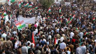 عراقيون مؤيدون للاستفتاء يحتشدون في كركوك
