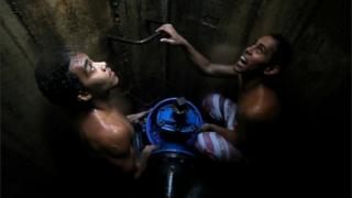 In pictures: Venezuelans search for water amid power cut