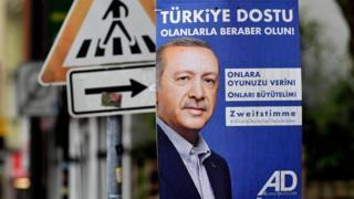 Türkiye kökenli göçmenlerin kurduğu AD-D partisi seçim malzemelerinde Cumhurbaşkanı Erdoğan'ı kullanıyor