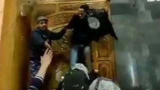 जामा मस्जिद में झंडे लहराने वाले नक़ाबपोश