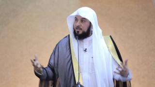 يعد العرفي من بين أبرز الدعاة العرب وأكثرهم استقطابا للشباب.