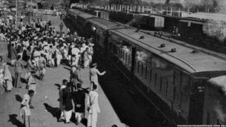 बरौनी रेलवे स्टेशन पर पैलेस ऑन व्हील
