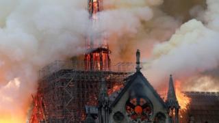 Isengero nkuru Notre-Dame i Paris yahiye kw'igenekerezo rya 15 z'ukwa kane 2019