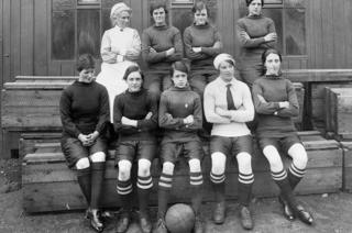 The Palmers Munitionettes women's team in 1919