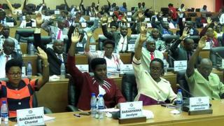 Abashingamateka b'u Burundi batora ingingo zongera ububasha sentare idasanzwe ijejwe ivy'amatongo, itariki 13/02/2019