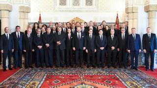 الحكومة المغربية الجديدة بعد أدائها اليمين الدستورية في حضور الملك محمد السادس