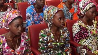 Wasu daga cikin 'yan matan makarantar sakandaren Chibok da gwamnatin Nijeriya ta kubutar daga hannun kungiyar Boko Haram
