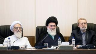 هاشمی شاهرودی، میان علی لاریجانی و موحدی کرمانی