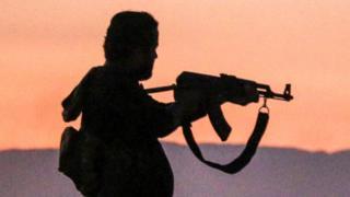 вооруженный человек в Сирии