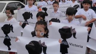 ရန်ကုန်၊ မန္တလေး၊ နေပြည်တော် စတဲ့မြို့ကြီးအများအပြားမှာ ဆန္ဒပြပွဲတွေကိုလည်း အများပြည်သူက ဆက်တိုက်ဆိုသလို လုပ်ဆောင်နေကြ