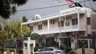 """پلیس یونان اعلام کرده مهاجمان به سفارت ایران در آتن """"آنارشیست"""" هایی بودند که به سرکوب کردها در ایران اعتراض داشتند"""