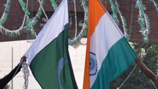 پاکستان اور انڈیا کے قومی پرچم