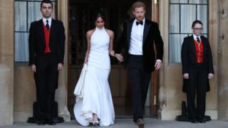 Megan Markle y el príncipe Harry vestidos para la segunda recepción tras su boda.