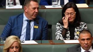 澳洲自由黨議員皮爾斯(Gavin Pearce 左),廖嬋娥(Gladys Liu)