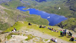 Snowdon rubbish: 200 bags collected by volunteers thumbnail