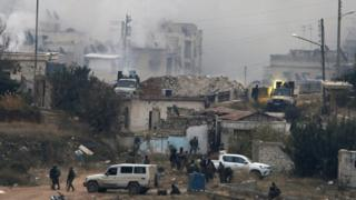 Pro-Syrian government forces shoot a vehicle-mounted weapon in the Izaa area of Aleppo, Syria (5 December 2016)