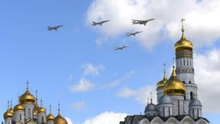 Стратегические бомбардировщики на фоне кремлевского собора