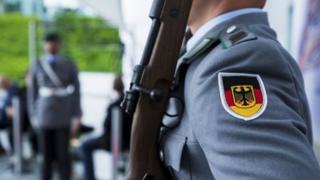 چرا آلمان قدرت نظامیاش را افزایش میدهد؟