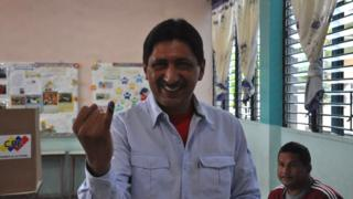 Picture of Argenis Chávez voting in 2015