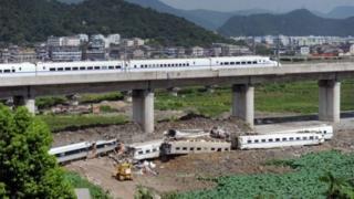 Розслідування аварії високошвидкісного потягу виявило корупцію у міністерстві залізничного транспорту