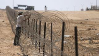 تمتد الحدود المصرية مع غزة بنحو 13 كيلومترا