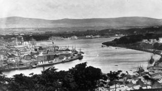 circa 1900: The mouth of the River Foyle at Derry city