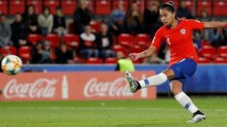 Francisca Lara cobra un penalti