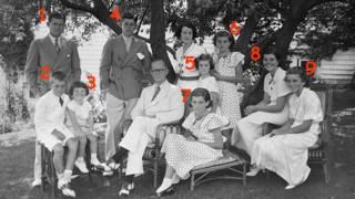 Joseph e Rose Kennedy com seus nove filhos