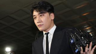 지난달 28일 클럽 버닝썬에서 '성접대'를 한 의혹을 받았던 승리가 서울 종로구 서울지방경찰청에 출석했다